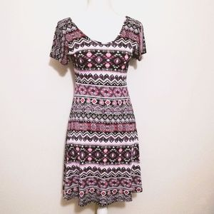 💜 Flattering Patterned Short Sleeved Dres